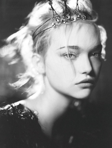 gemma-ward-back-in-the-spotlight-returns-2011-02.jpg